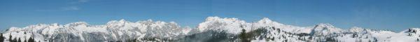 Panoráma hlavního hřebene Kamnických a Savinjských Alp z Velike Planiny