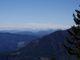 Vzadu při podrobném prohlídnutí je zasněžený Dachstein