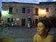 Večerní pohled z hospody na hlavní osorské náměstí